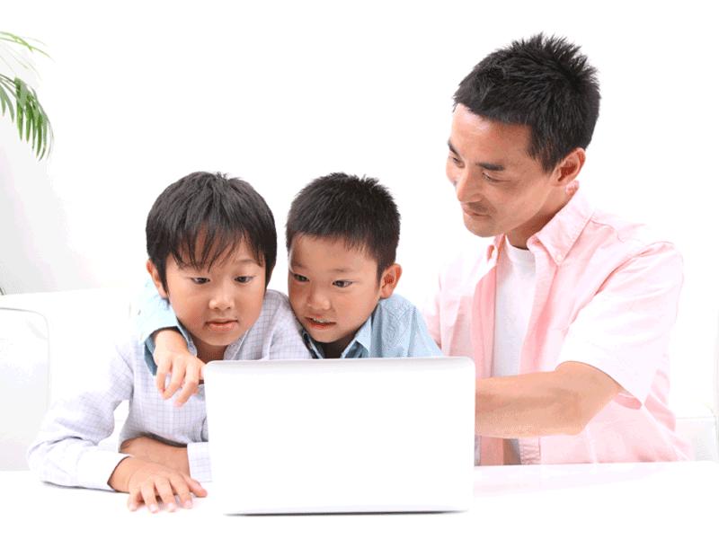 プログラミングを習う子ども